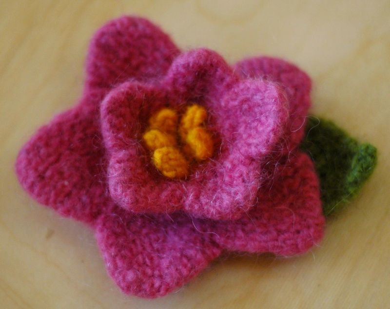 Knitted_flower