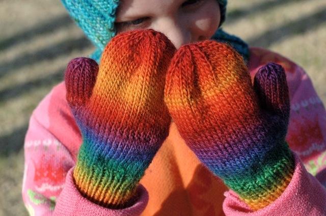 Rainbow_mittens2