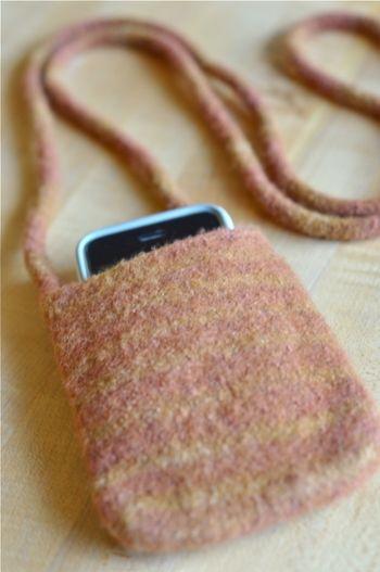 Iphone_purse_brown1