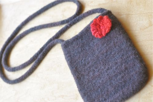 Felted_purse_blkred
