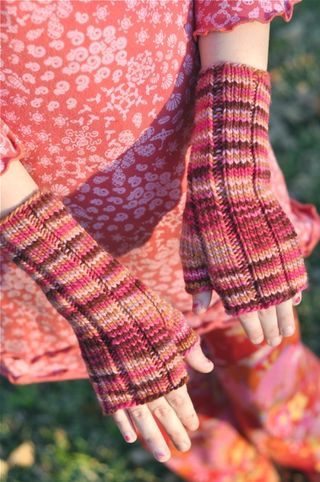 Fingerless_mitts_mink1